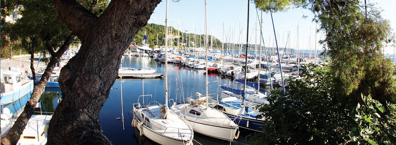 Le Port des Heures Claires à Istres sur l'étang de Berre