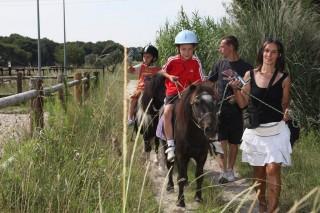Baptêmes de poneys au centre équestre