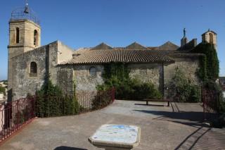 L'église Notre Dame de Beauvoir au sommet du centre ancien d'Istres