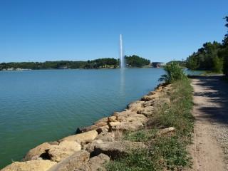 L'étang de l'Olivier et son jet d'eau Istres