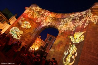La Porte d'Arles illuminé lors de la St Jean