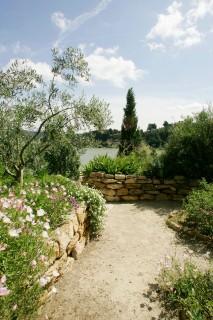 Le Jardin méditerranéen et l'étang de l'Olivier
