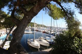 L'étang de Berre et le port des Heures Claires d' Istres