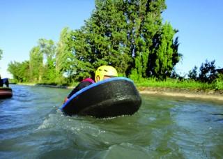 Nage en eau vive dans les canaux de Craponne avec le pass vacances à Istres
