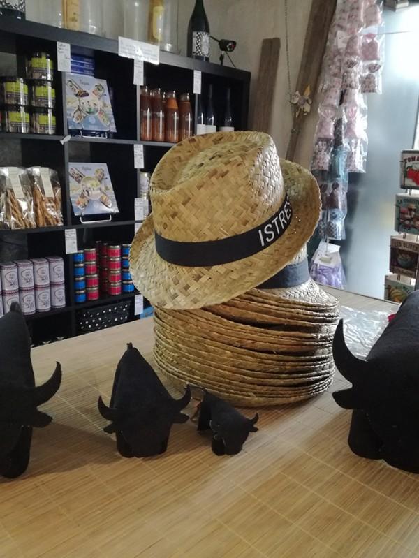 Chapeaux d'Istres en paille