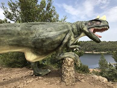 Dinosaur'Istres à proximité de l'étang de l'Olivier d'Istres
