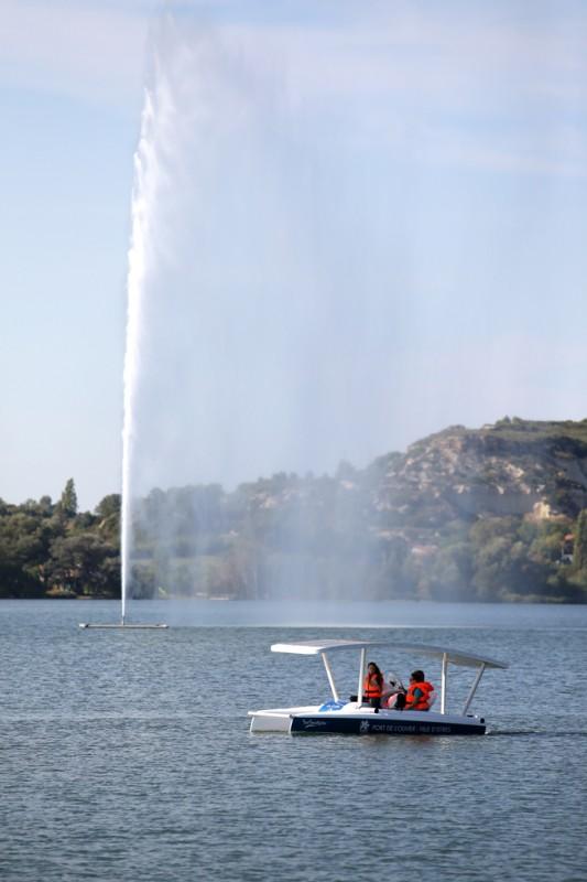 Istres, bateaux solaires sur l'étang de l'Olivier
