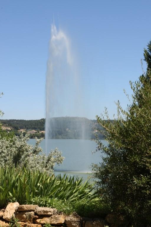 Istres - Jet d'eau - Jardin méditérranéen - étang de l'Olivier