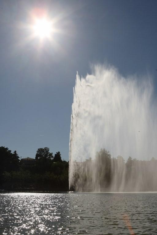 Le Jet d'eau sur l'étang de l'Olivier à Istres