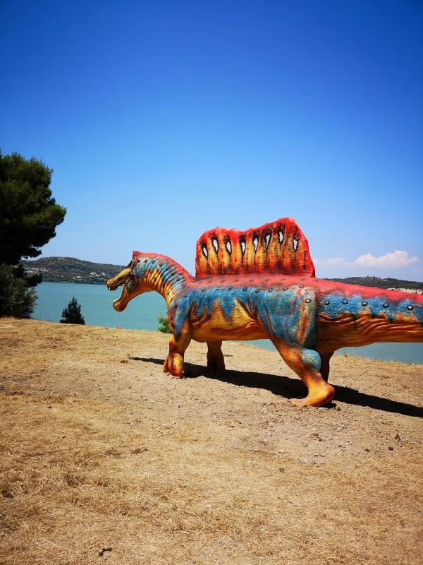 spinosaurus-patio-2394