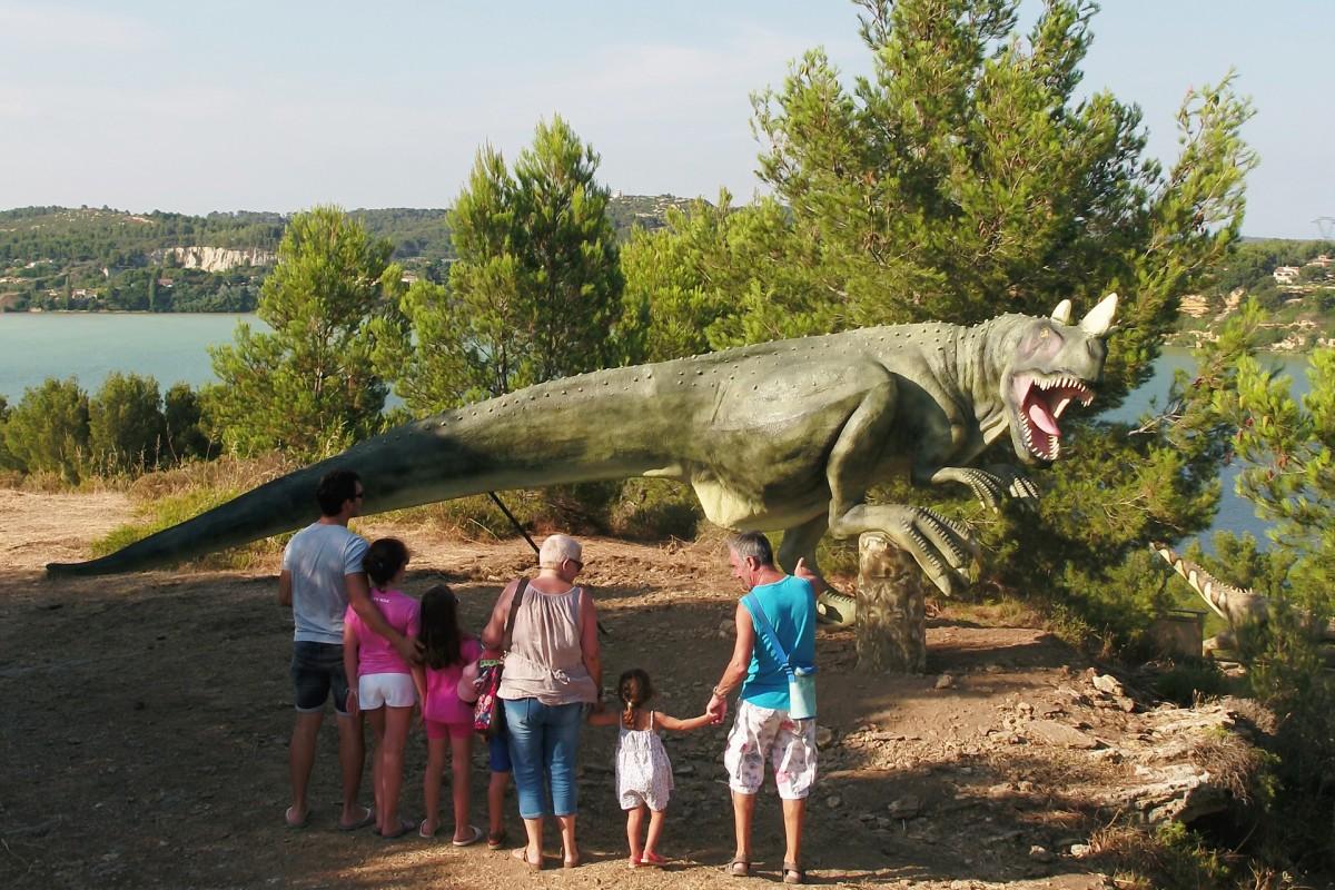 Dinosaur'istres, parcours pédagogique et ludique avec des dinosaures pour les familles