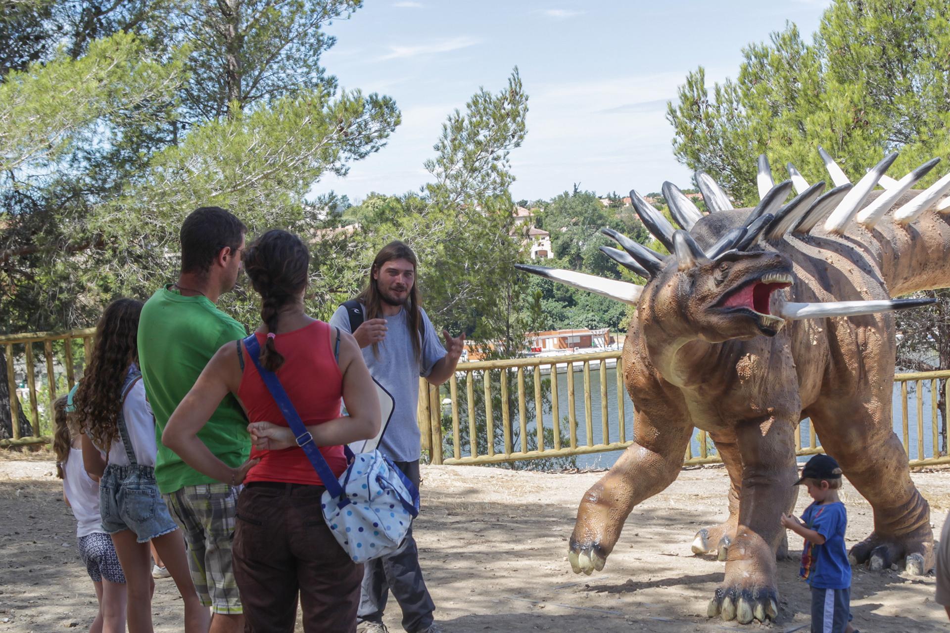 Visites commentées sur Dinosaur'Istres sur la paléontologie - © Service communication ville d'Istres